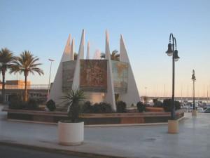 Torrevieja Monumento Coralista